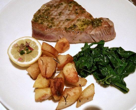 Grossostheim, Allemagne : Thunfisch mit Gemüse