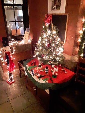 Le Roy, NY: Nice little Christmas Tree.