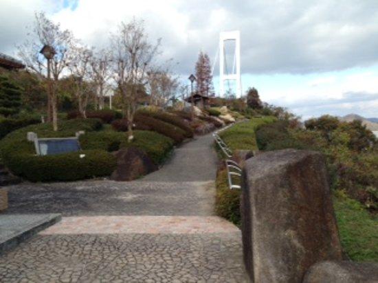Kure, Nhật Bản: 園内の様子と安芸灘大橋の様子