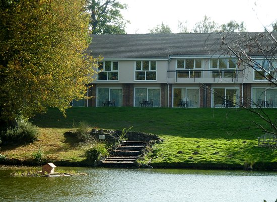 Shorne, UK: The back of the Inn on the Lake. We couldn't walk on this bit of the grounds.