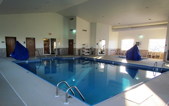 Canton, MO: Have a relaxing soak in our heated indoor pool and hot tub after a long day of traveling or working.