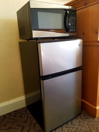 Monte Vista, CO: Brand new refrigerator and microwave each room
