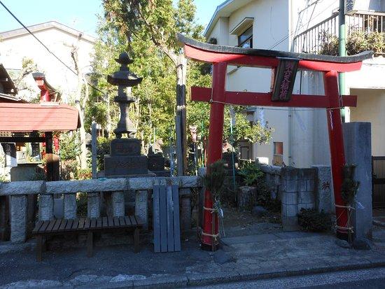 Dairokuten Inari Shrine