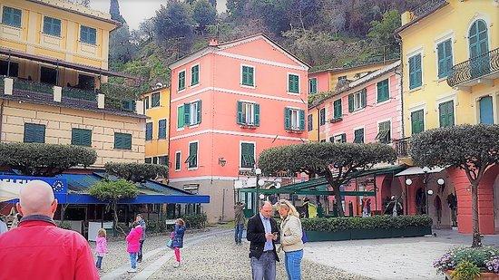 Piazza Martiri Dell'Olivetta: Are you lost? Don't worry! Portofino is really tiny
