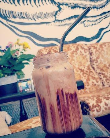 The Alkaline Cafe: Iced Almond Milk Mocha
