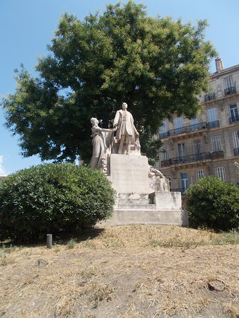 Monument a Frederic Chevillon