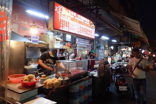 店舗外観。市場の路面店です。
