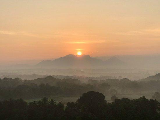 Lanka Ballooning Pvt Ltd: Sunrise over the mountains