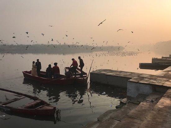 Delhi By Cycle & Old Delhi: Wedding couple on Yamona river.