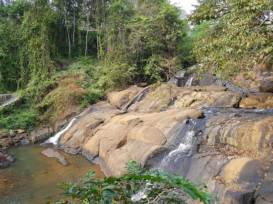 Pallickathodu, Indien: waterfall in december end
