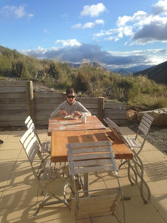Castle Hill, New Zealand: breakfast with a view