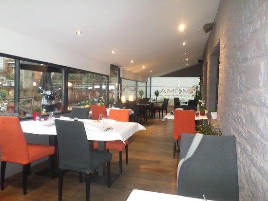 Annevoie-Rouillon, Belgium: Salle acceuillante bel espace