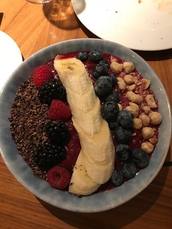 The Acai Fruit Bowl at the Bloomsbury Breakfast Room - healthy and very yummy.