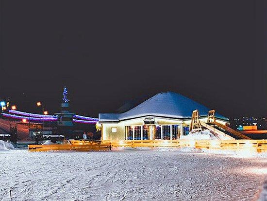 Том Сойер: Ночной вид с ледового катка