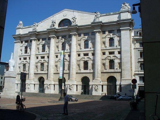 Palazzo Mezzanotte: facciata