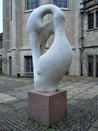 """La sculpture """"La grande Isis"""""""
