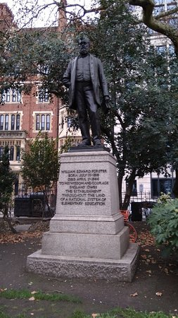 ‪William Edward Forster Statue‬