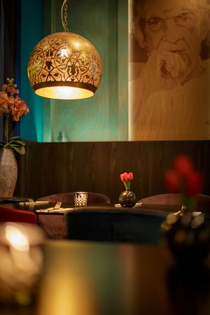 Romantic dining. India Poort is a great place for a romantic dinner with your loved one!