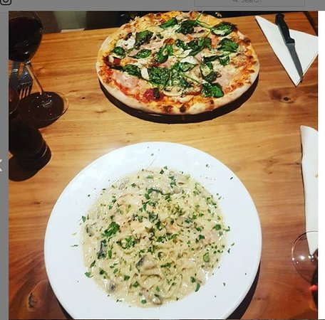 Attleborough, UK: This is the photo I took of our meals in October 2018. My friend loved her pizza and at that time I found my pasta really oily - significant improvements by January 2019.