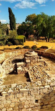 Kipr Travel: Замок Колосси. Колодец 1210 года