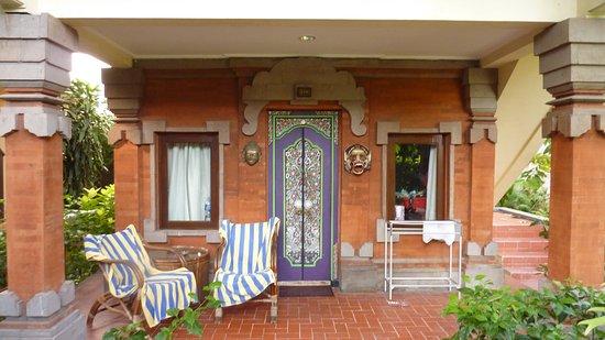 Kumala Hotel: l'entrée sur la terrasse