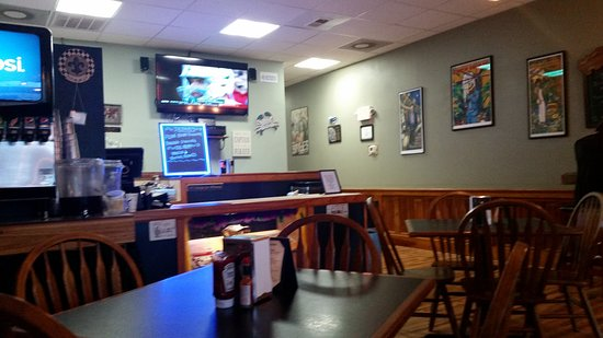 Dat's Cajun: Looking toward the back and counter.