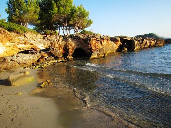 Argostolion, Greece: Höhlen am Strand