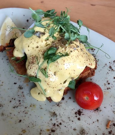Titirangi, นิวซีแลนด์: Delicious eggs benny with Salmon