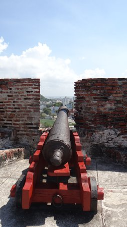 ‪‪Castillo de San Felipe de Barajas‬: Many Many Cannons to defend from land and Sea attacks cross fire fields were set up to catch the enemy from two side.‬