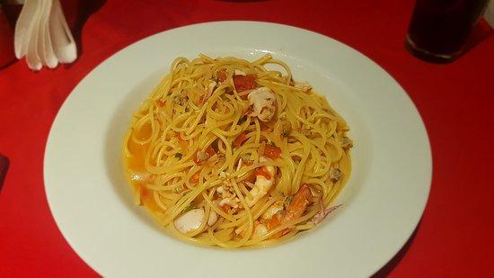 Vittorio Trattoria: Espaguete com frutos do mar e vinho branco.