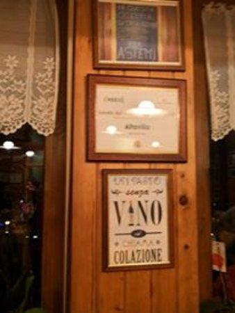 Bianzone, Italy: interno della locanda. Accogliente. Accettano i nostri amici a quattro zampe. Grazie da Simba