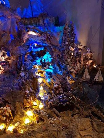 Chiesa di San Pietro a Lecore: LA strada di conchiglie che porta alla grotta