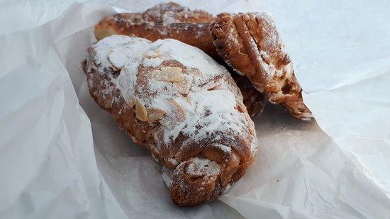 Pâtisserie Frédélian : croissant aux amandes, chocolatine....