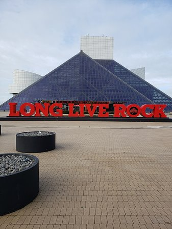 ‪‪Rock & Roll Hall of Fame‬: Long Live Rock! Yes, indeed!‬