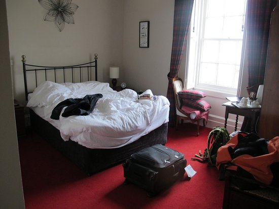 Ardrishaig, UK: We forgot to take a picture of the Stewart room before we got comfortable, but it is still a gorgeous room the morning after! The bed was comfortable and the room was a great size.
