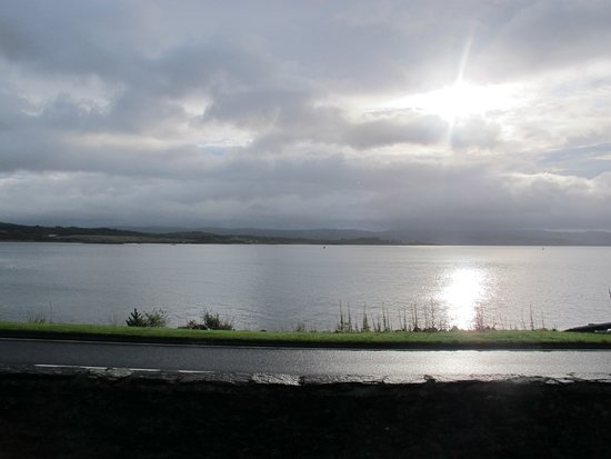 Ardrishaig, UK: This is the view from the Stewart room over Loch Gilp. Absolutely gorgeous.