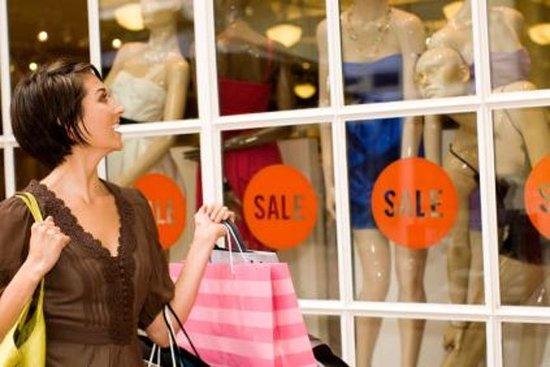 Sortie shopping libre aux magasins d'usine de luxe de Maasmechelen, au départ de Bruxelles: Independent Shopping Trip to Maasmechelen Village Luxury Outlet from Brussels