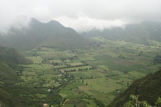 私人旅游Mitad del Mundo和Pululahua的火山口徒步旅行
