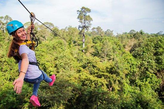 Aventure en tyrolienne au parc Angkor...