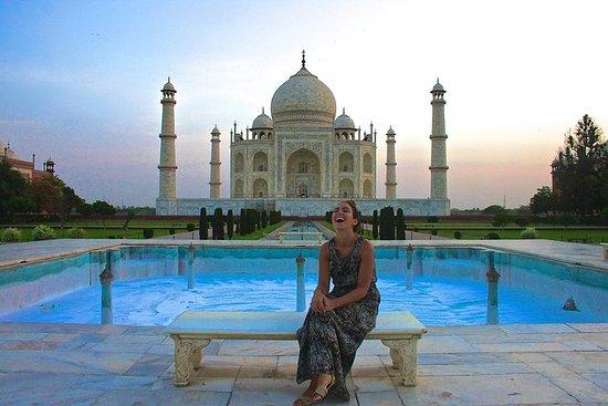 Taj Mahal Soloppgangstur fra Delhi med...