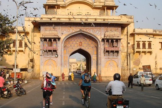 Cyclin'Jaipur - Explore the city on a...