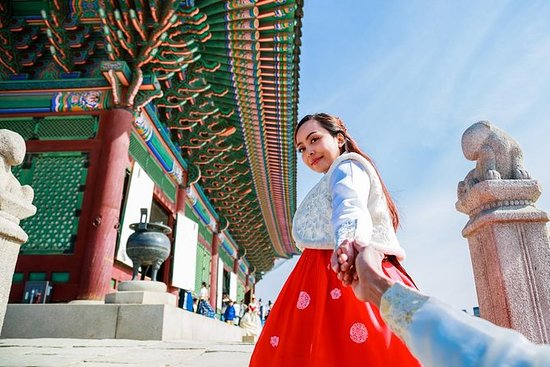 Feel the past of Seoul in traditional...