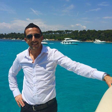 Bonjour je m'appelle Barry et je suis le gérant je peux organiser tous types de tours dans la région Nice, Monaco, Cannes, St Tropez etc etc..selon vos envies nous définirons ensemble le tour qui vous convient le mieux.