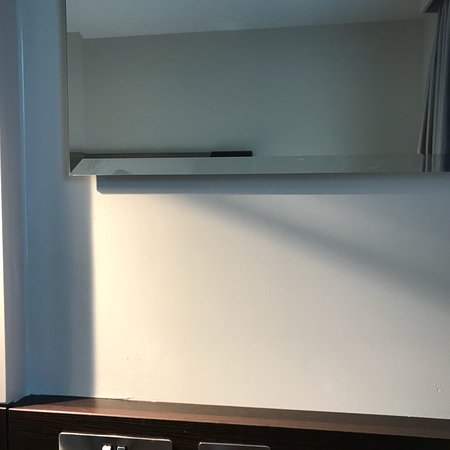 Girton, UK: Showing the lack of sensible facilities. No drawers, no proper wardrobe and a mirror that is far too high, if sitting down