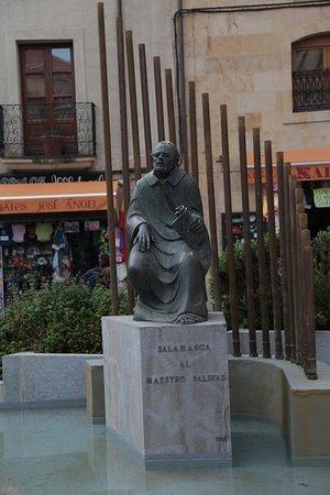 Monumento al Maestro Salinas