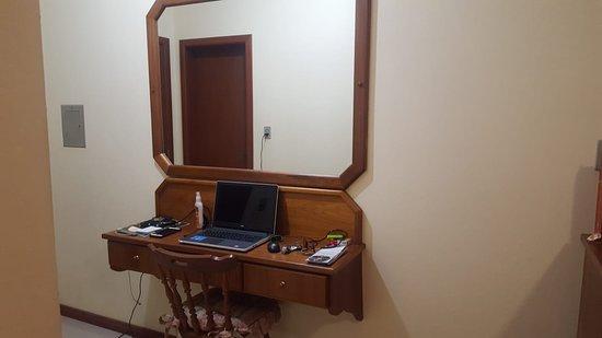 OUTRA REALIDADE do quarto LUXO deste hotelzinho!
