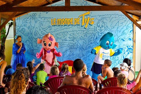 Etang Sale Les Bains, Ile de La Réunion : Tous les jours à 15h: le spectacle du Monde de Tys