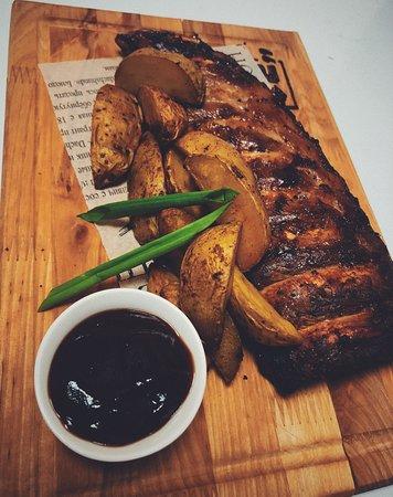 Свиные рёбра с картофелем по-деревенски