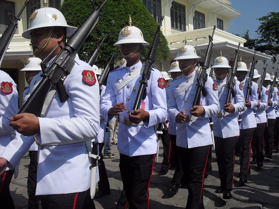 The Grand Palace: Changing of the guards