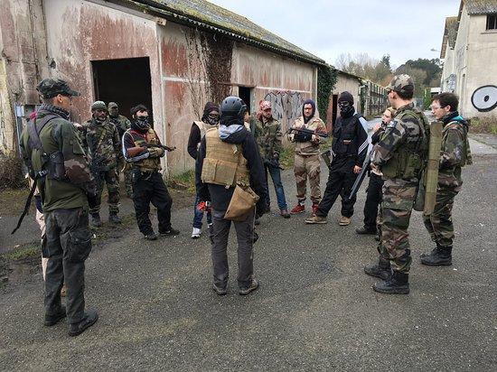 Auvergne, France: IMMERSION COMMANDO AIRSOFT CQB / CQC  MILSIM Programme orienté Milsim sur les bases du travail en équipe d'intervention ou d'une équipe commando. Le stage est décomposé par ateliers techniques et finit par une mise en situation. Pour le stage d'immersion CQC, le stage se déroulera sur un site urbain et Foret, il n'y aura pas d'exercice physique a proprement dit car les activités le seront d'elles même.